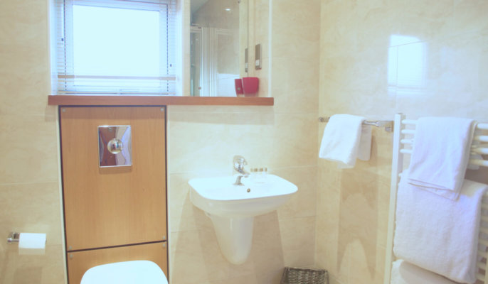 Holyrood Serviced Apartments Bathroom