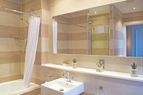 West End Serviced Apartments Bathroom
